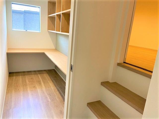 2階書斎収納部屋