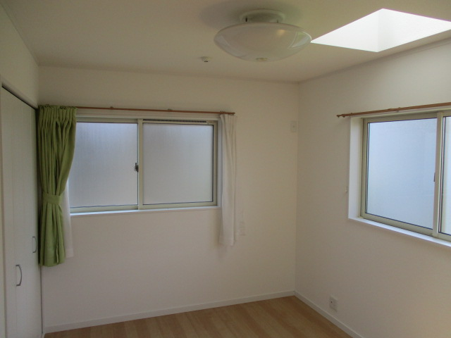 2階・天窓付き洋室