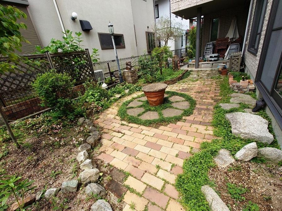 リビングに面した南側の広いお庭