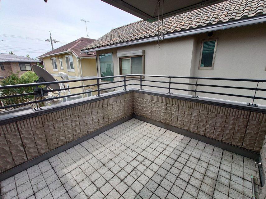 2階キッチン・サニタリー横のバル
