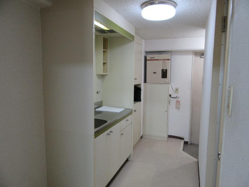 居室からキッチン・玄関
