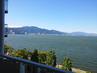 共用廊下からのびわ湖眺望
