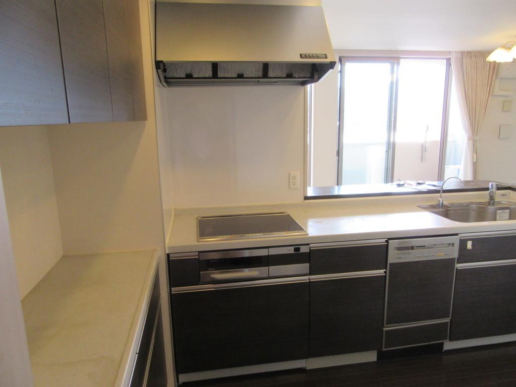調理に便利な棚があります