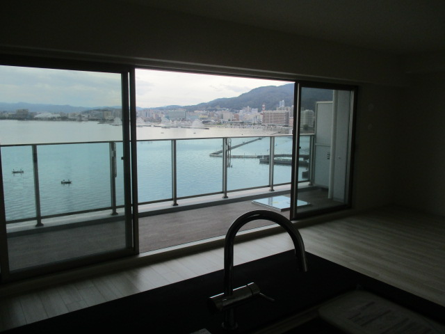 キッチン・リビングから琵琶湖眺望